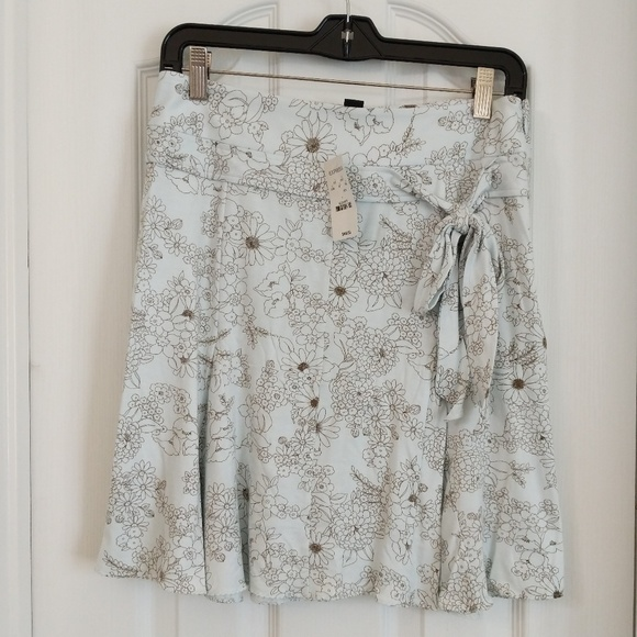 Express Dresses & Skirts - Unworn Floral Skirt from Express